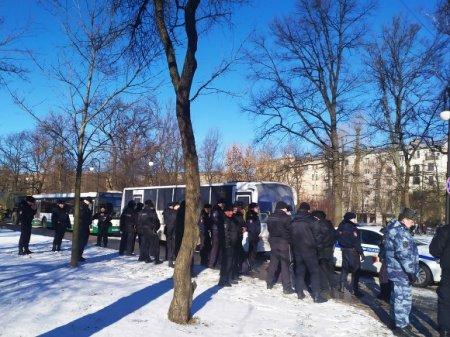 Накануне шествия памяти Немцова в центр Петербурга стянули полицию и ОМОН (фото)