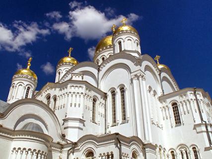 Игумен РПЦ: Единственный способ – физически закрыть храмы