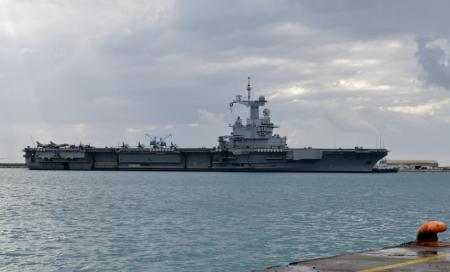Французский авианосец отправляется домой из-за возможных случаев COVID-19