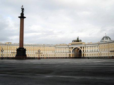 Из 4774 новых случаев коронавирусной инфекции в РФ— почти 200 в Петербурге, трое умерли