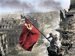 Facebook удаляет посты со снимком Знамени Победы над Рейхстагом