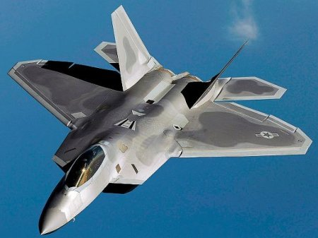 Рядом с авиабазой в штате Флорида разбился истребитель F-22