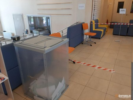 Члена УИК вытолкали из помещения, когда она удивилась неопломбированным ящикам