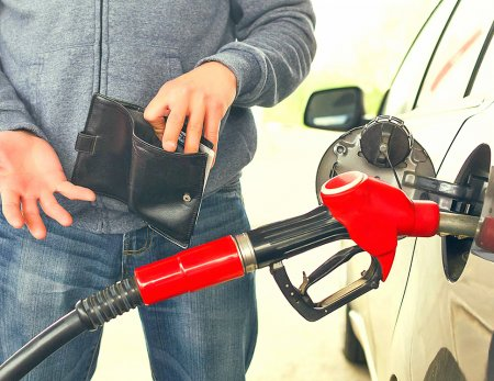Цена бензина АИ-95 обновляет исторический рекорд третий день подряд