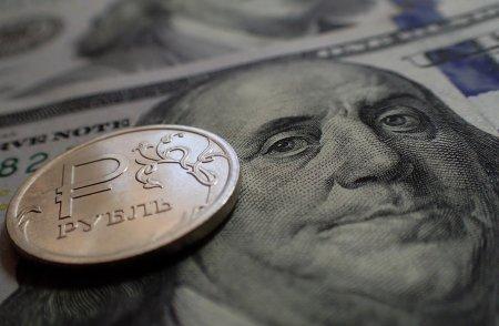 Рубль уже обвалился из-за будущих санкций