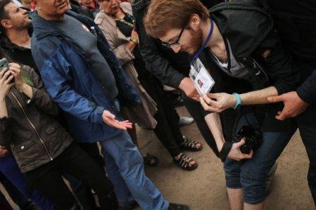 Иностранные журналисты потребовали наказания для сломавших Френкелю руку на голосовании