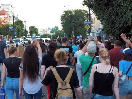 «Судить в Хабаровске»: протестующие потребовали вернуть арестованного Фургала в регион (видео)