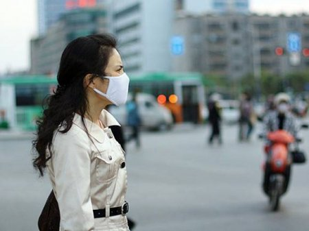 В Китае за сутки выявлено 128 новых случаев коронавируса