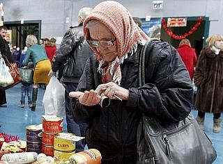Росстат сообщил о резком росте числа бедных россиян на фоне сокращения населения страны