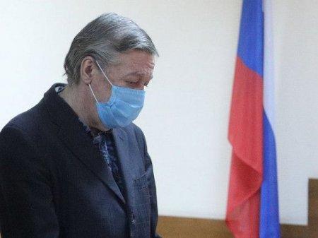 «Ябы хотел, чтобы Ефремов был на свободе, а Захаров жив»: адвокат потерпевших о приговоре актеру