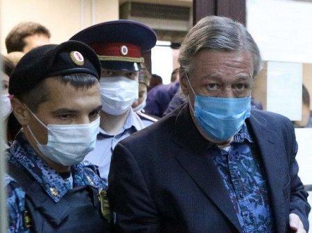В окружении Ефремова подтвердили, что его семья ищет нового адвоката