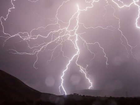 В Швецарии молния ударила в футбольное поле, пострадали 14 подростков