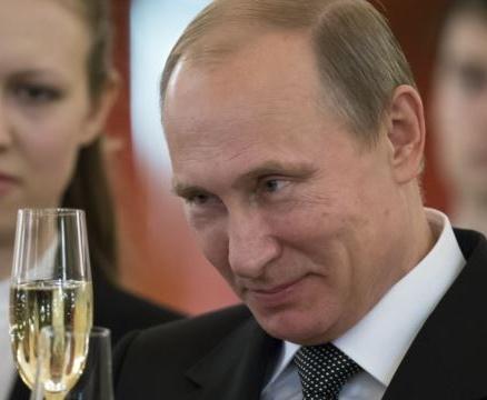 Путин назвал производство вакцины от коронавируса хорошим бизнесом