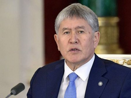 В Бишкеке обстреляли автомобиль экс-президента Атамбаева
