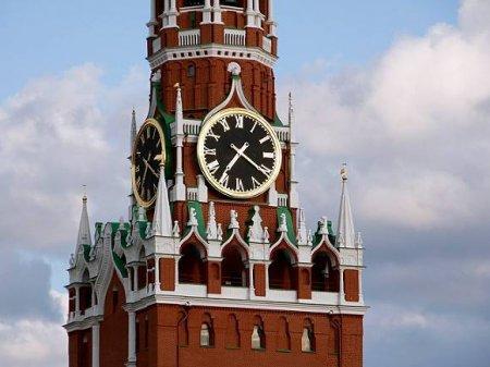 Куранты Московского Кремля пробили для Путина с опозданием «по случаю праздника» (видео)