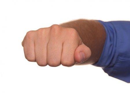 Ингушского бойца задержали за драку с легендой MMA Харитоновым в «Лужниках»