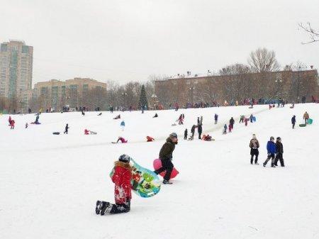 В Татарстане трехлетняя девочка погибла, катаясь с горки на снегокате