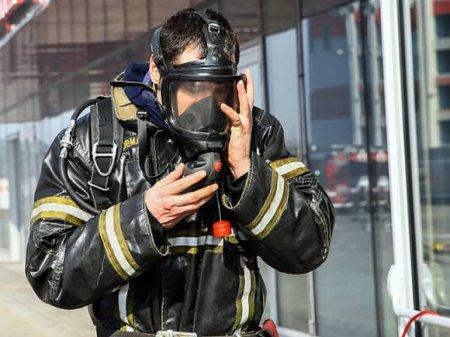 В Подмосковье спасатели потушили открытое пламя в здании на площади 8тыс.кв. метров