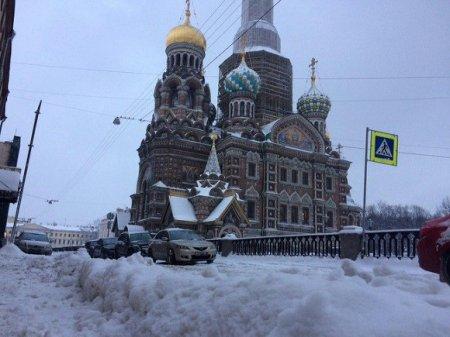 В Петербурге днем до -8 градусов, небольшой снег