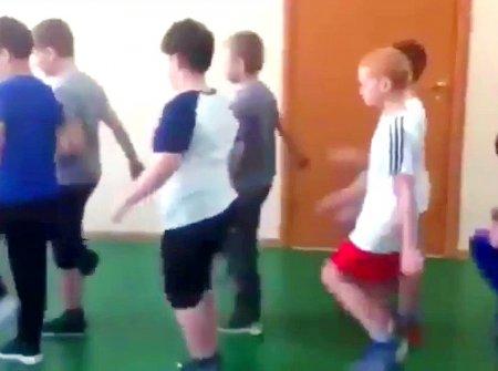 В красноярской школе детей заставляли маршировать, рассказывая об «опущенных» на зоне