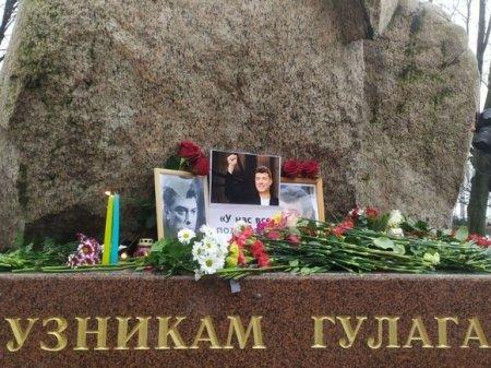 В Петербурге в окружении силовиков проходит акция памяти Бориса Немцова (фото)