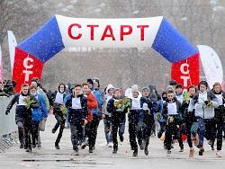 """Около 300 тыс. тюльпанов подарили женщинам участники акции """"Вам, любимые"""" в Москве"""