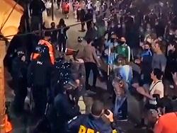Кастрюльный бунт: аргентинцы устроили митинги из-за перевода школ на удалёнку — видео