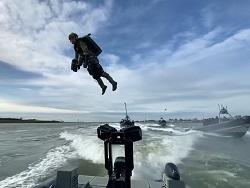 Летающий воин - уже реальность. Спецназ Нидерландов испытал реактивные ранцы