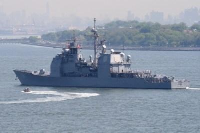 """Сломался крейсер США, направленный """"устрашать"""" российский флот в Средиземном море"""