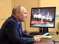 Путин призвал к активной вакцинации от COVID и тестированию
