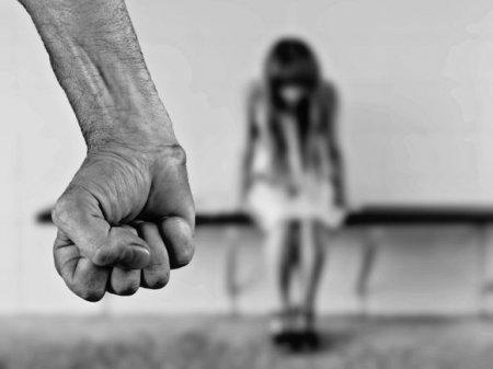 Маньяка «Чикатило», убившего и изнасиловавшего 12-летнюю девочку под Нижним Новгородом, отправили в камеру (видео)