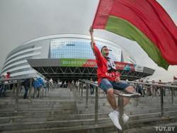 Хоккей, ковид и битва флагов: как Латвия проводит чемпионат мира