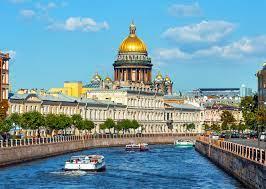 В Санкт-Петербурге зарезали семью отставного адмирала, сообщил источник