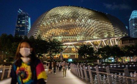 """Сингапур отказался от пандемии в пользу """"новой нормальности"""""""