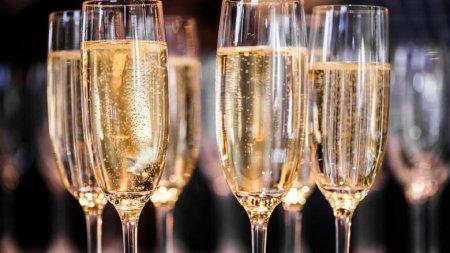 Адью, шампанское, коньяку приготовиться! Сеть в шоке от закона «об игристых винах»