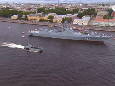 «Угу, красиво»: Путин остался доволен кораблями ВМФ на параде в Петербурге