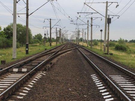 «Хотел проскочить на красный»: в Калужской области в поезд с пассажирами врезался цементовоз (фото)