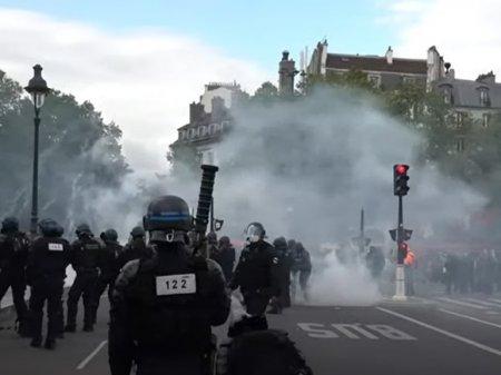 В столице Франции протестующих против ковид-паспортов разогнали слезоточивым газом (видео)