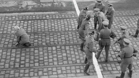 Народ делили по-живому: Берлинской стене исполнилось 60 лет