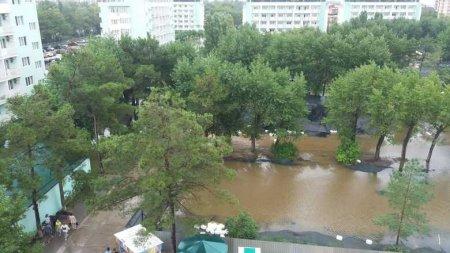 Анапа после потопа: дорогу в аэропорт размыло, а город тонет в канализации