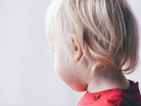 «Обращались как с собакой»: медики петербургской больницы привязывали ребенка к стулу