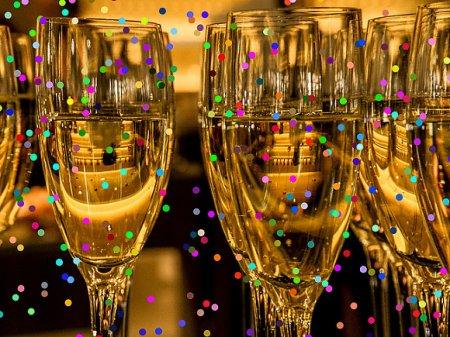 На полки российских магазинов предложили вернуть импортное «шампанское», произведенное до июля 2021 года