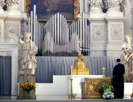 Более 200тыс. детей Франции стали жертвами священников-педофилов