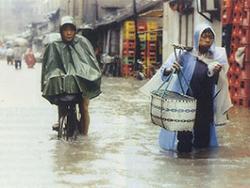 В Китае наводнения и оползни унесли жизни 100 человек