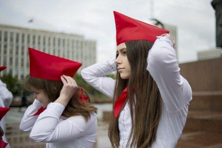 «Коммунисты России» провели пионерский флешмоб в столице