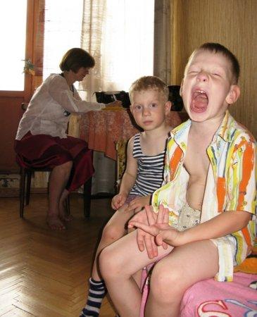 Россиянка из сербской деревни похвасталась, как вылечила пробитую голову сына подорожником