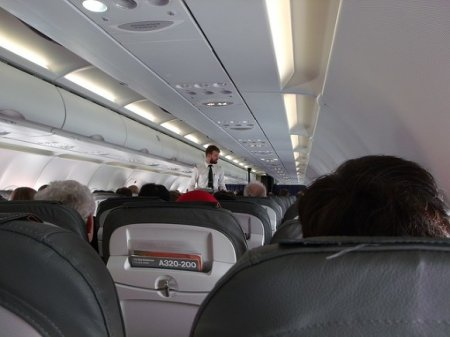 Пассажиры рейса Ryanair? кричали от страха во время жесткой посадки (видео)