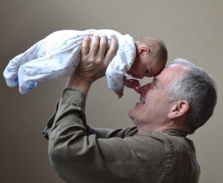 Ученые выявили опасность позднего отцовства