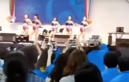 Начальство заставило медсестер исполнить эротический танец на празднике