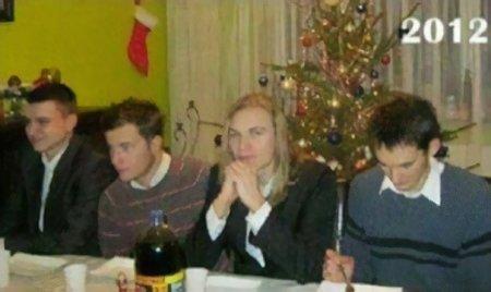 Каждый год 4 друга делают одно и то же рождественское фото